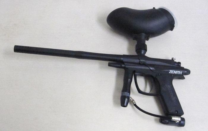 通常サバイバルゲームで使用するライフルはバッテリパワータイプかCO2ガスタイプを使用しますが一方でペイントボールゲームでは3000PSI低圧空気銃を使用するため危険は  ...